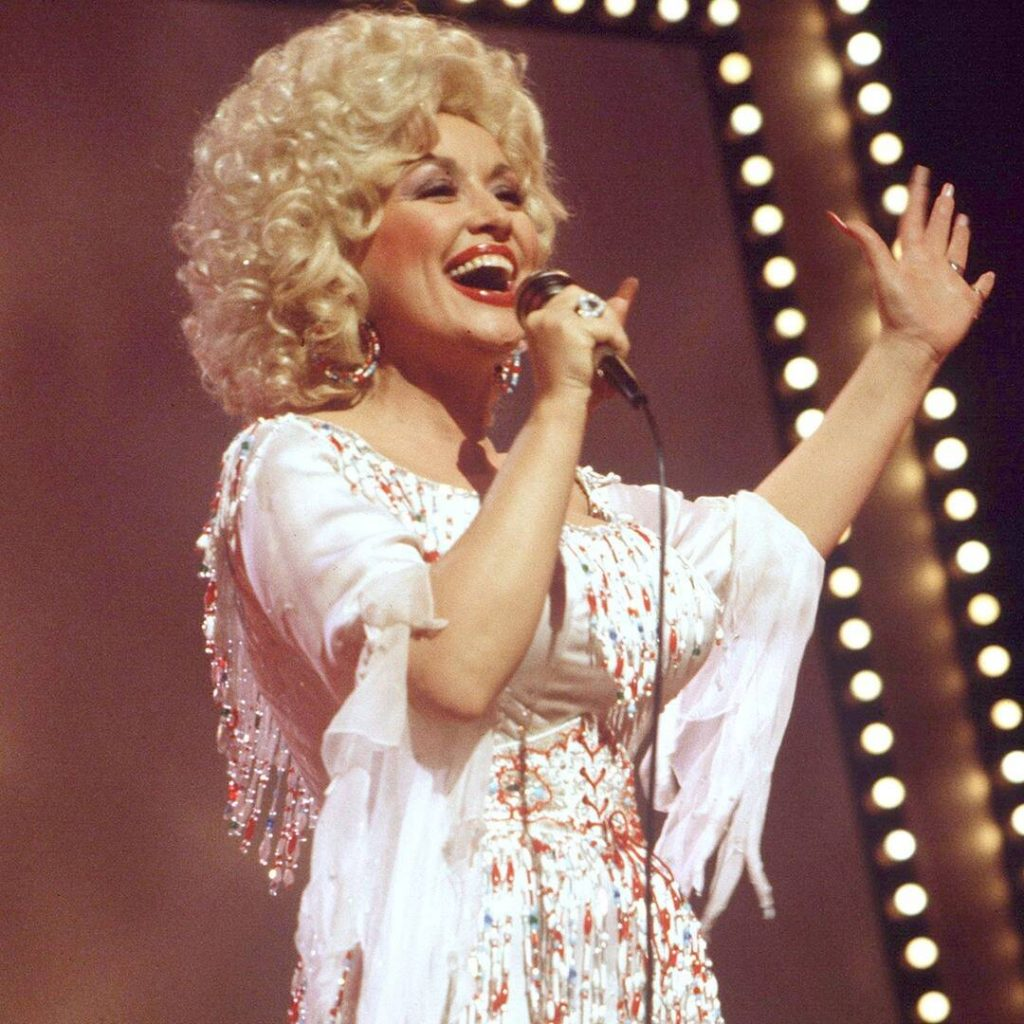 rs x dolly parton best looks.ls